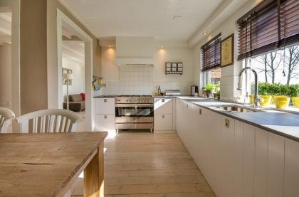 Czy warto inwestować w stół drewniany?